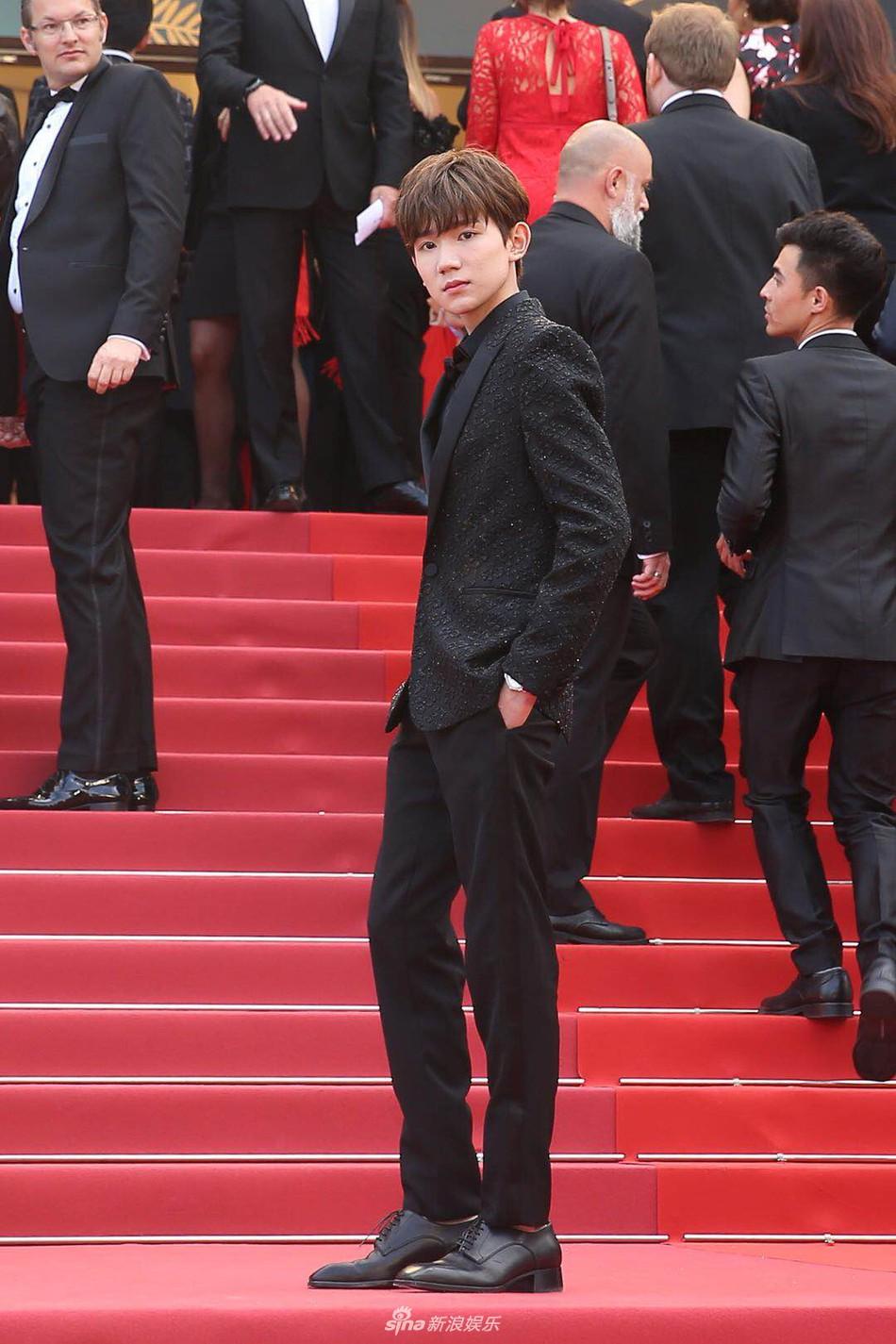 Mỹ nam Vương Nguyên TFboys lần đầu tới Cannes, hớn hở chụp ảnh chung cùng bạn trai Taylor Swift - Ảnh 12.