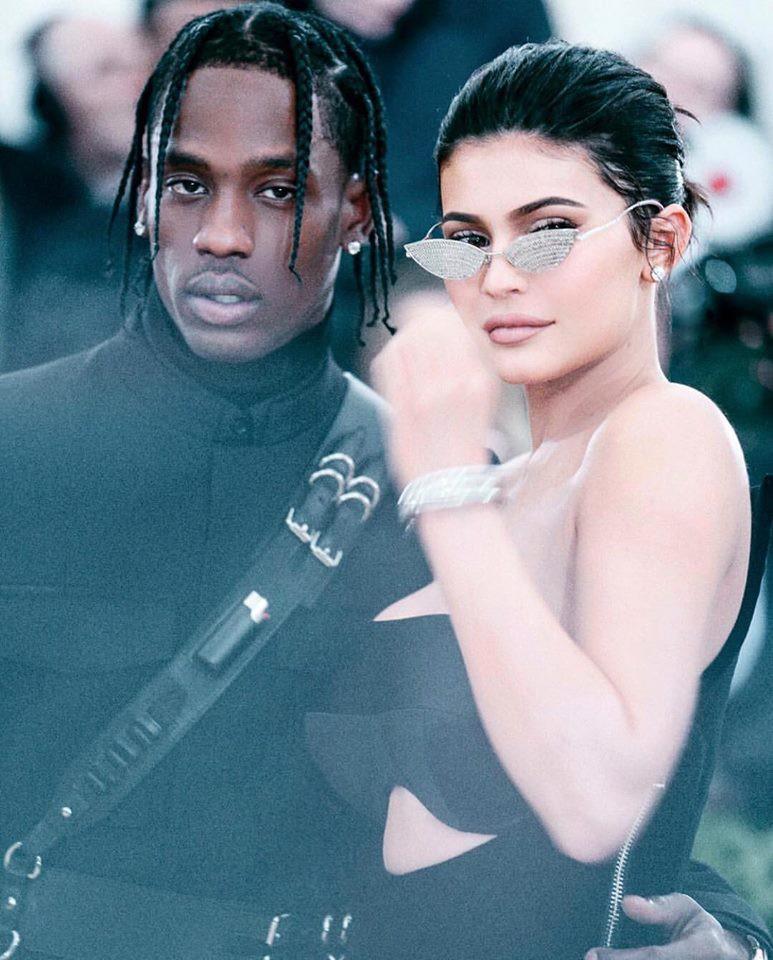 Kylie Jenner bóng gió xéo xắt lại cư dân mạng đồn cô bắt bạn trai đổ vỏ chỉ bằng 2 từ - Ảnh 1.