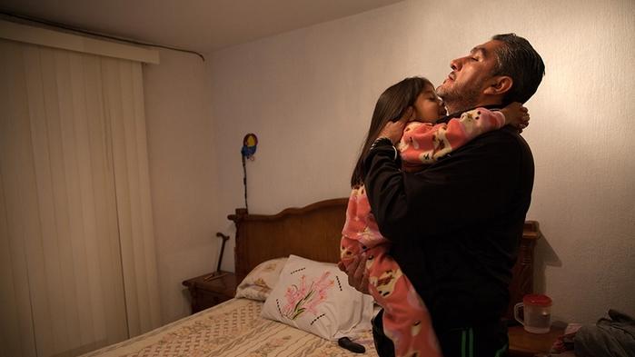 Donovan Tavera có một cô con gái. Vợ và chú ruột của ông cũng tham gia công việc này.