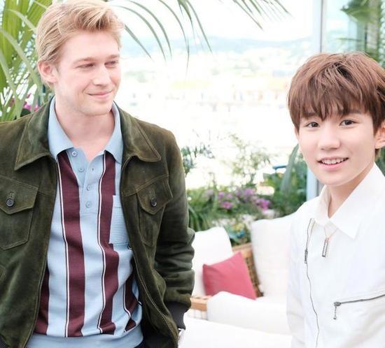Mỹ nam Vương Nguyên TFboys lần đầu tới Cannes, hớn hở chụp ảnh chung cùng bạn trai Taylor Swift - Ảnh 9.