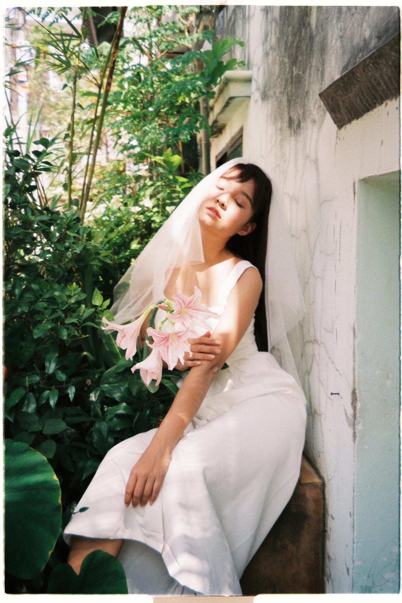 30 phút mượn vườn nhà bác hàng xóm, 9X Việt cho ra bộ ảnh cưới chất như film Hong Kong - Ảnh 8.