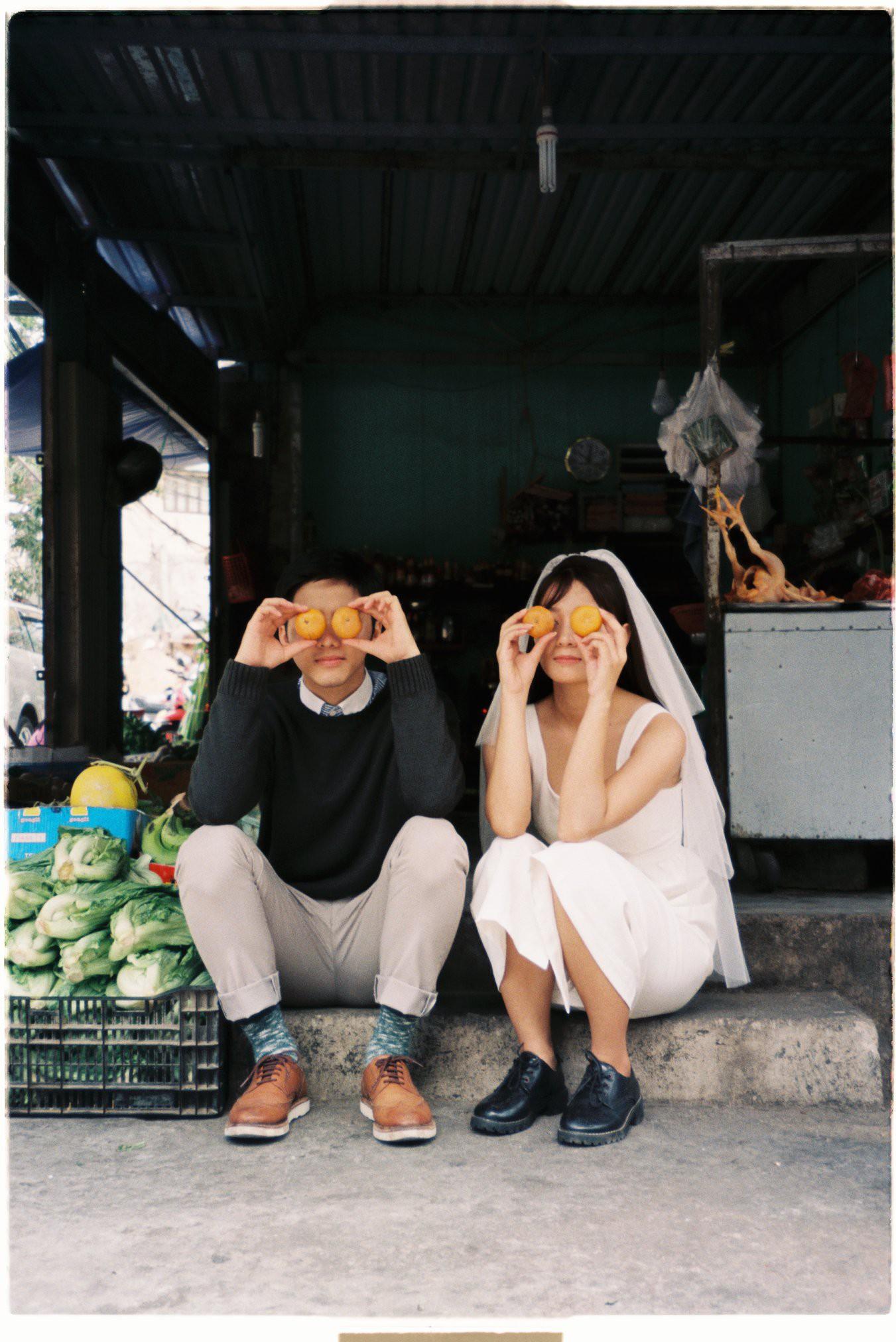 30 phút mượn vườn nhà bác hàng xóm, 9X Việt cho ra bộ ảnh cưới chất như film Hong Kong - Ảnh 6.