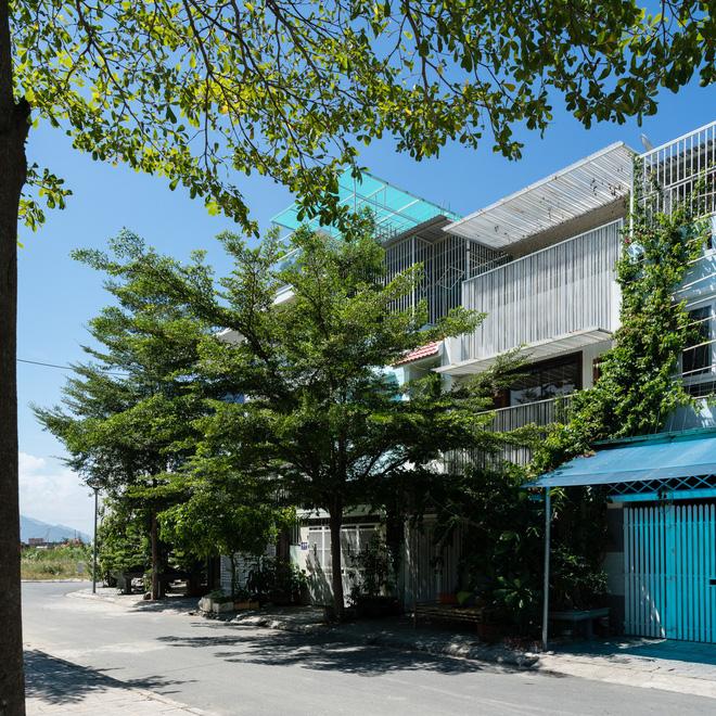 Ngôi nhà hướng Tây nhưng không bao giờ sợ nắng nóng của gia đình 3 thế hệ ở Nha Trang - Ảnh 1.