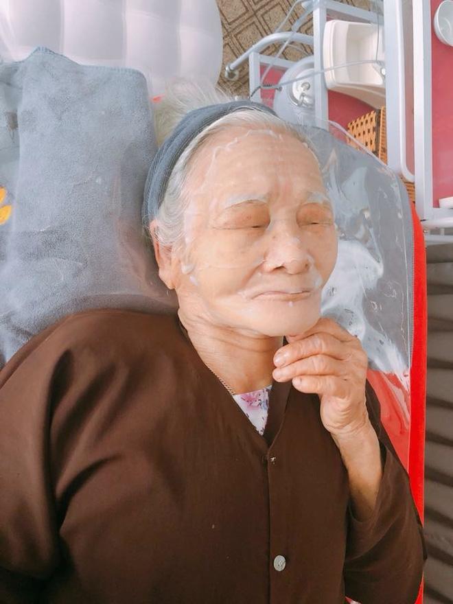 Hai cụ bà 90 tuổi vẫn rủ nhau đi spa chăm sóc da, làm đẹp khiến giới trẻ vô cùng thích thú - Ảnh 2.