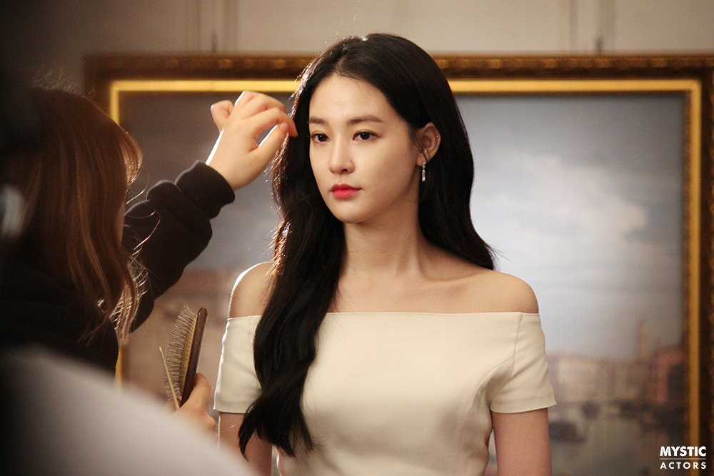 Vẫn biết bạn gái G-Dragon đẹp, nhưng không ngờ đẹp đến mức này trong loạt hình hậu trường - Ảnh 1.