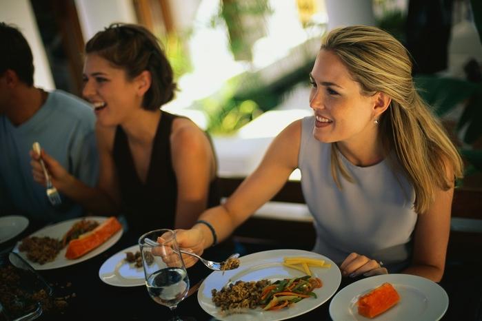 Tất tần tật mẹo ngăn chặn tình trạng tăng cân sau kỳ du lịch