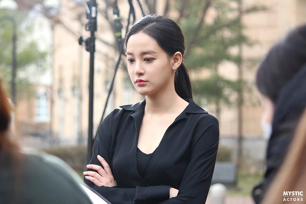 Vẫn biết bạn gái G-Dragon đẹp, nhưng không ngờ đẹp đến mức này trong loạt hình hậu trường - Ảnh 7.