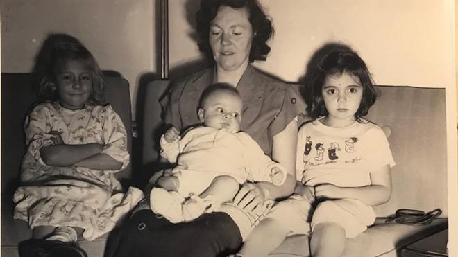 Thấy mình khác biệt so với cả dòng họ từ lâu nhưng ở tuổi thất thập cổ lai hi, hai cụ bà mới phát hiện sự thật từ hơn 70 năm trước - Ảnh 2.