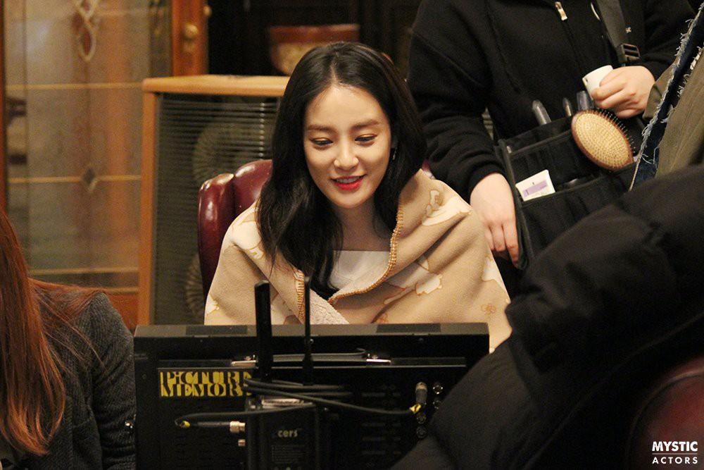 Vẫn biết bạn gái G-Dragon đẹp, nhưng không ngờ đẹp đến mức này trong loạt hình hậu trường - Ảnh 5.