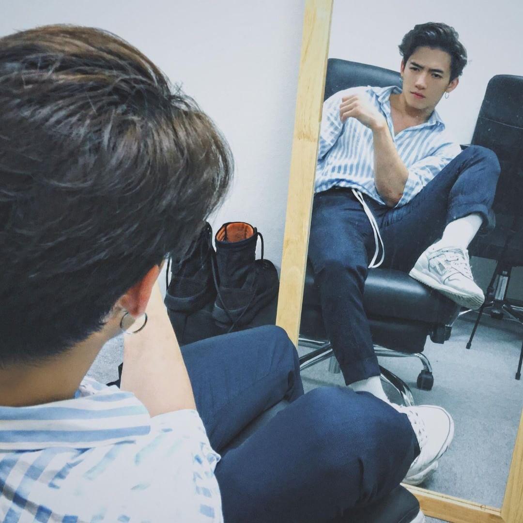 Crush anh chàng đọc sách trên tàu điện ở Nhật, về xem Facebook mới biết là trai Việt lại còn rất bảnh! - Ảnh 4.