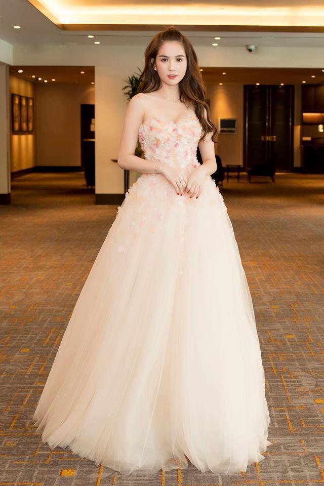 Ngọc Trinh diện váy bồng bềnh hóa công chúa nhưng kiểu tóc này lại làm lộ gương mặt tròn xoe - Ảnh 3.