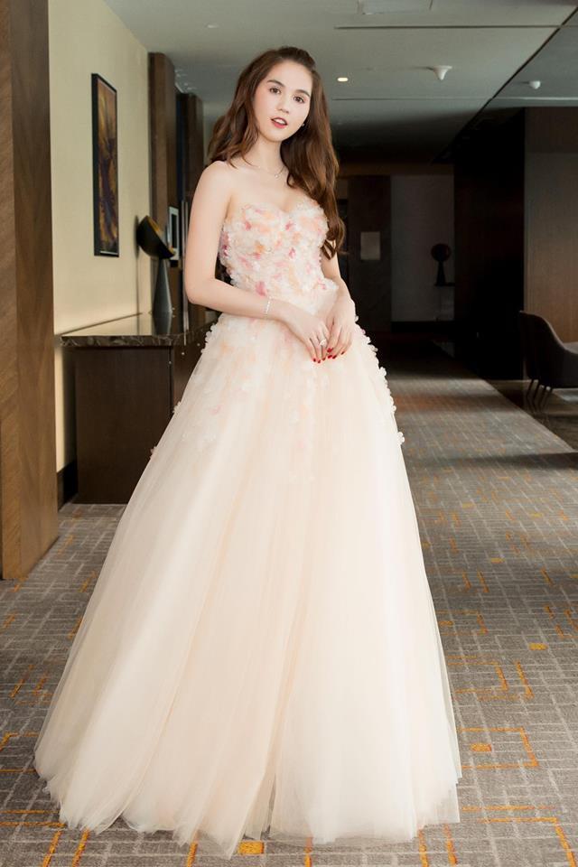 Ngọc Trinh diện váy bồng bềnh hóa công chúa nhưng kiểu tóc này lại làm lộ gương mặt tròn xoe - Ảnh 1.