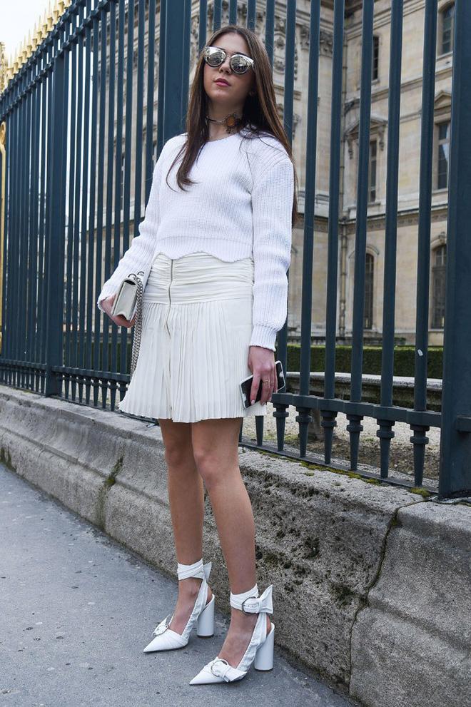 4 cách biến hóa với giày cao gót trắng - món đồ không thể thiếu trong tủ đồ của chị em trong mùa hè này - Ảnh 8.
