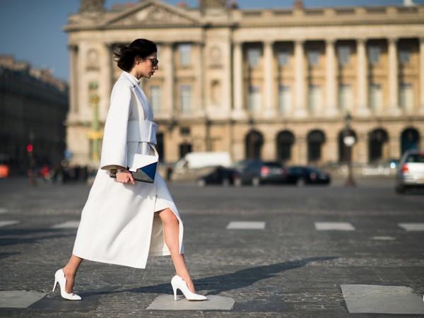 4 cách biến hóa với giày cao gót trắng - món đồ không thể thiếu trong tủ đồ của chị em trong mùa hè này - Ảnh 5.
