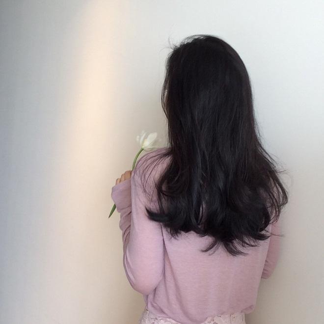 Dù có nhiều màu tóc nhuộm thì mái tóc đen dài vẫn là vũ khí gây thương nhớ của phái đẹp  - Ảnh 4.