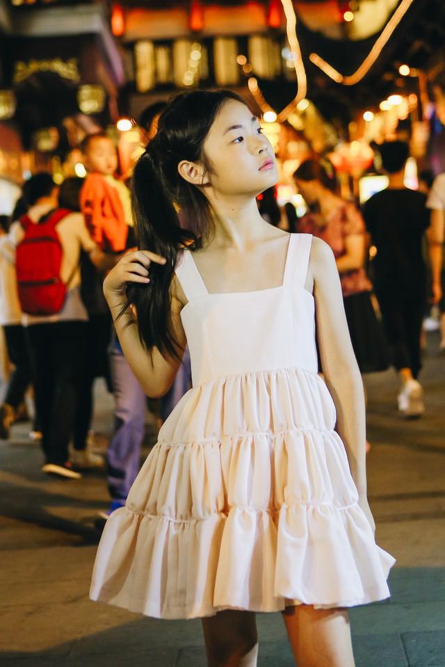 Chỉ mới 10 tuổi mà mẫu nhí lai Việt - Trung đã sở hữu thần thái chẳng khác gì siêu mẫu số 1 châu Á Liu Wen - Ảnh 12.