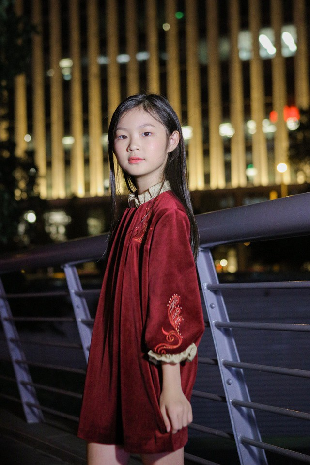 Chỉ mới 10 tuổi mà mẫu nhí lai Việt - Trung đã sở hữu thần thái chẳng khác gì siêu mẫu số 1 châu Á Liu Wen - Ảnh 7.