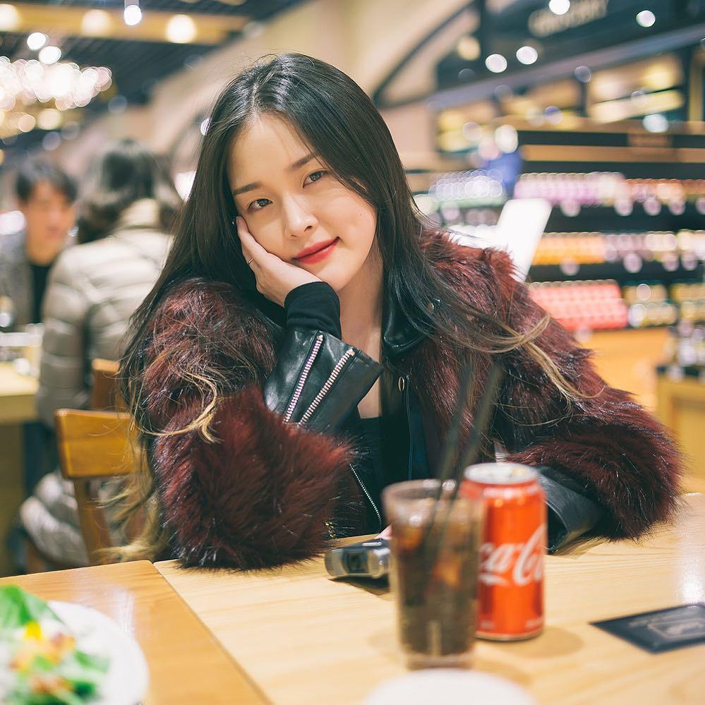Hàn Quốc không chỉ có 'phù thủy' Pony, cô nàng beauty blogger này cũng cực xinh đẹp và hút fan