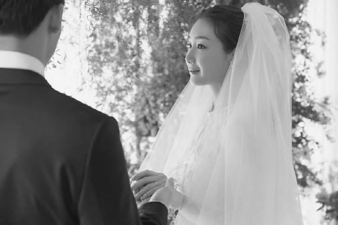Hết G-Dragon và Mino, Dispatch bóc danh tính thật của chồng Choi Ji Woo: Không phải là nhân viên bình thường - Ảnh 1.