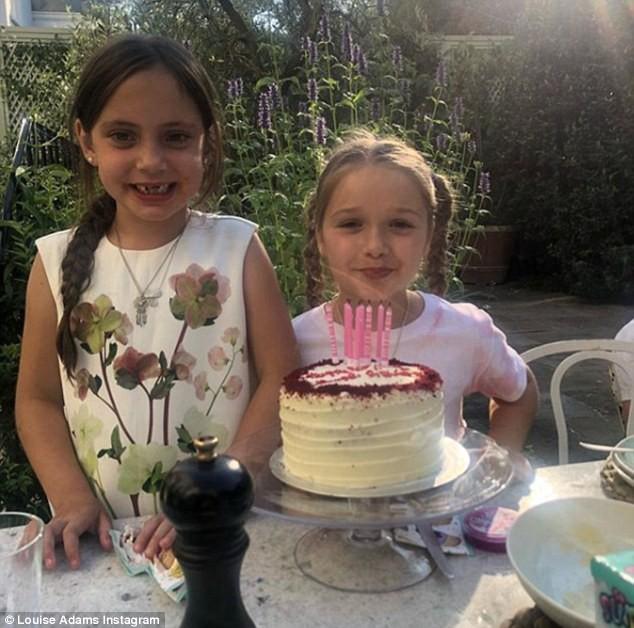 Sinh nhật 7 tuổi của Harper Beckham: Được cưỡi ngựa, thưởng thức trà và bánh kem hình kỳ lân đáng yêu - Ảnh 11.