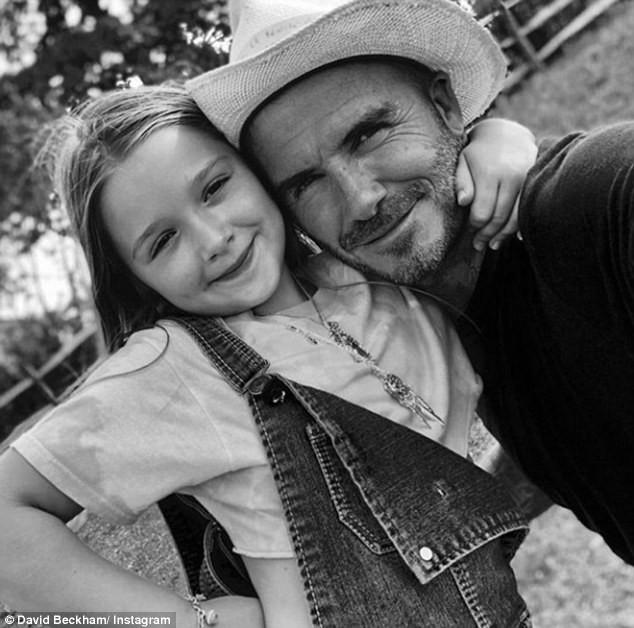 Sinh nhật 7 tuổi của Harper Beckham: Được cưỡi ngựa, thưởng thức trà và bánh kem hình kỳ lân đáng yêu - Ảnh 6.