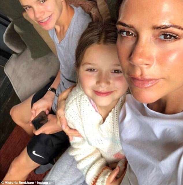 Sinh nhật 7 tuổi của Harper Beckham: Được cưỡi ngựa, thưởng thức trà và bánh kem hình kỳ lân đáng yêu - Ảnh 8.