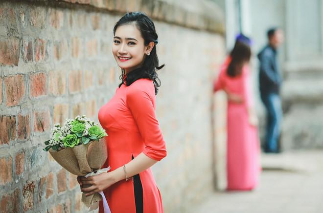 Lê Thị Hoàng Anh được biết đến  khi được Học viên An ninh vinh danh thủ khoa đầu tiên của hệ dân sự năm 2017. Thành tích học tập đáng nể, nhan sắc nổi bật của cô gái 23 tuổi khiến nhiều người ngưỡng mộ, khen ngợi là tài sắc vẹn toàn.