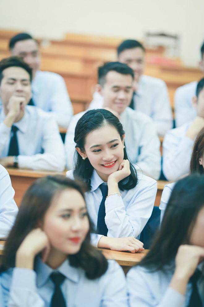 Tuy nhiên, trở thành người nổi tiếng không phải mong ước của Hoàng Anh. Cô từng chia sẻ với Zing.vn rằng chỉ muốn là sinh viên bình thường. Có lẽ vì lý do đó mà 9X sau này khá kín tiếng về cuộc sống và công việc của mình.