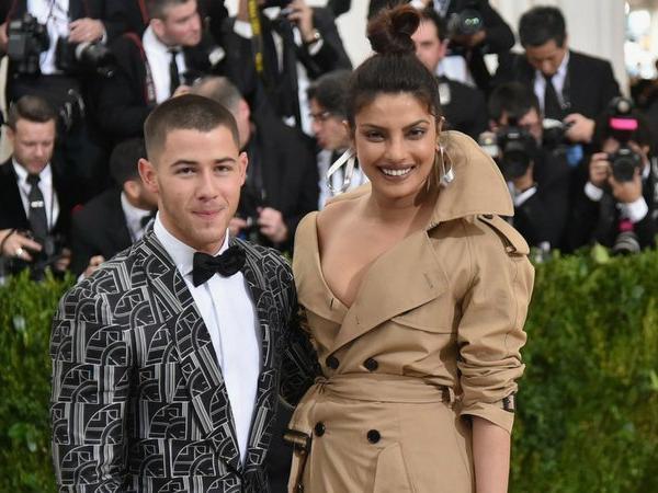 Thêm một mối tình Hollywood thần tốc: Nick Jonas đính hôn với Hoa hậu lớn hơn 10 tuổi sau 2 tháng yêu - Ảnh 2.