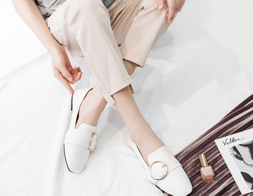Giày loafer mùa thu năm nào cũng hot, nhưng năm nay thiết kế được đổi mới vuông thành sát cạnh - Ảnh 7.
