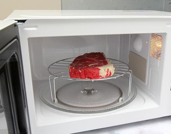 Tuyệt chiêu rã đông thịt từ tủ lạnh dành cho các chị em