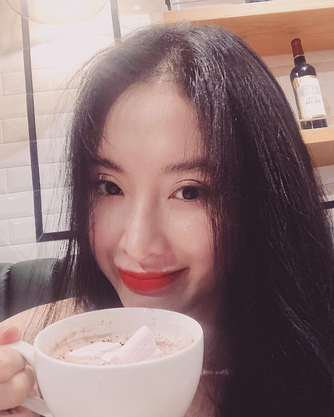 Gương mặt như tụ đủ 'ngàn lẻ một lớp makeup' nhưng Angela Phương Trinh vẫn khẳng định mình đang không trang điểm?