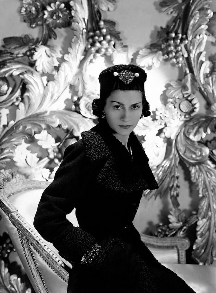 Coco Chanel: Từ ca sĩ phòng trà đến nhà thiết kế thời trang huyền thoại, là bóng hồng của bao người lỗi lạc nhưng mãi cô đơn đến cuối đời - Ảnh 4.