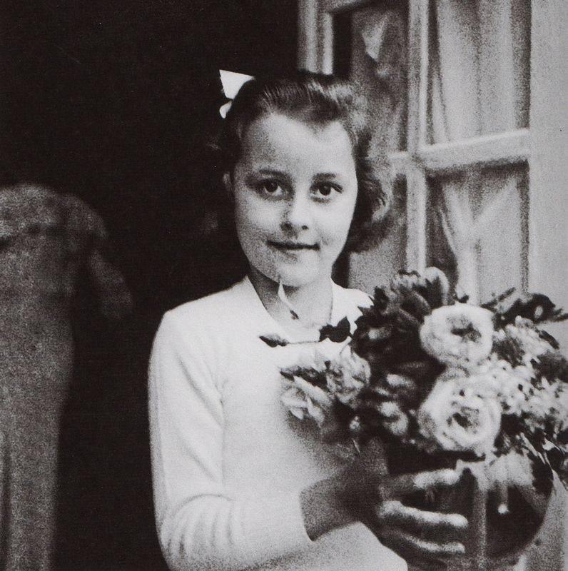 Coco Chanel: Từ ca sĩ phòng trà đến nhà thiết kế thời trang huyền thoại, là bóng hồng của bao người lỗi lạc nhưng mãi cô đơn đến cuối đời - Ảnh 2.