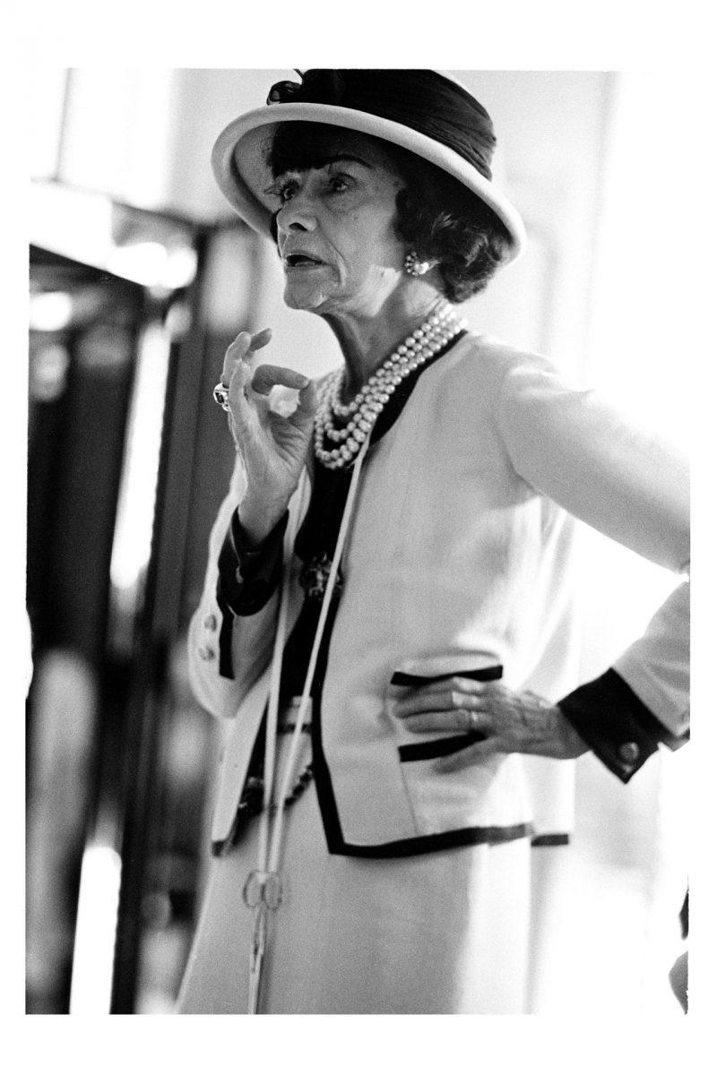 Coco Chanel: Từ ca sĩ phòng trà đến nhà thiết kế thời trang huyền thoại, là bóng hồng của bao người lỗi lạc nhưng mãi cô đơn đến cuối đời - Ảnh 8.