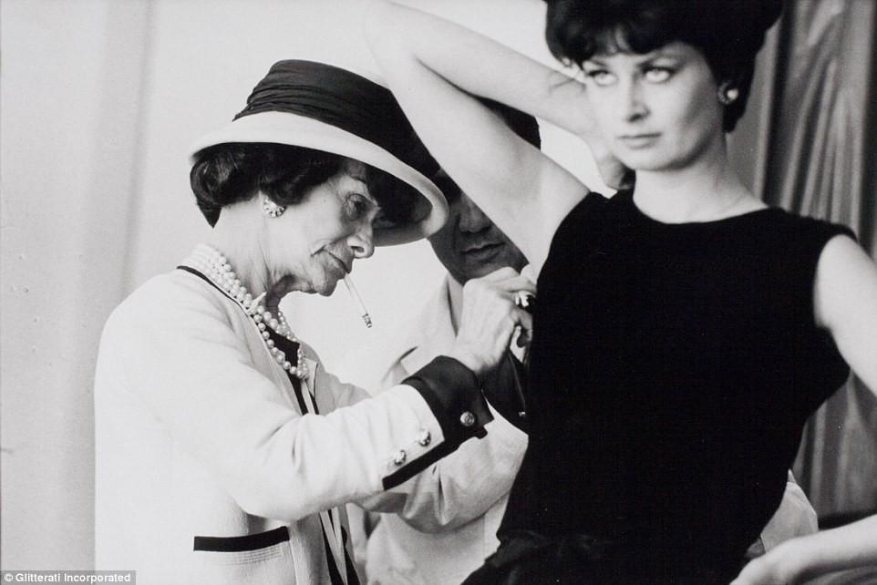 Coco Chanel: Từ ca sĩ phòng trà đến nhà thiết kế thời trang huyền thoại, là bóng hồng của bao người lỗi lạc nhưng mãi cô đơn đến cuối đời - Ảnh 9.