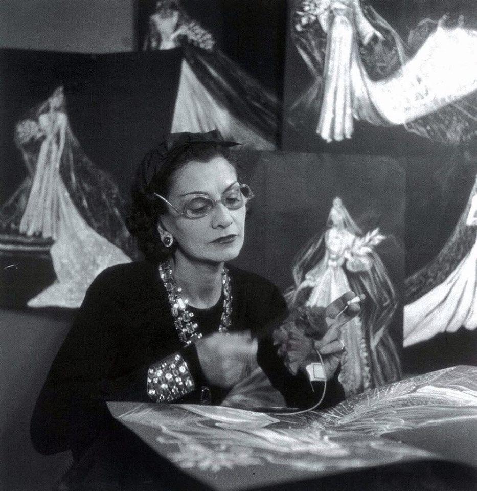 Coco Chanel: Từ ca sĩ phòng trà đến nhà thiết kế thời trang huyền thoại, là bóng hồng của bao người lỗi lạc nhưng mãi cô đơn đến cuối đời - Ảnh 11.