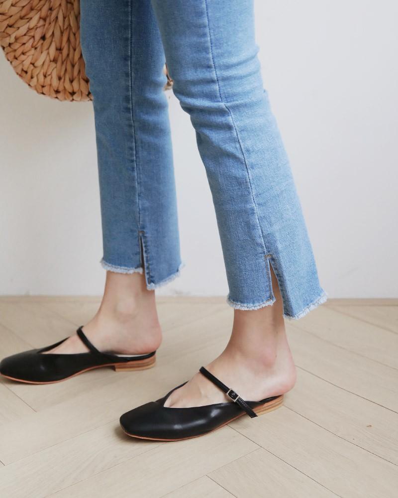 Quần jeans ống xẻ bên không phải là bị lỗi đâu mà chính là hot trend năm nay đấy! - Ảnh 3.