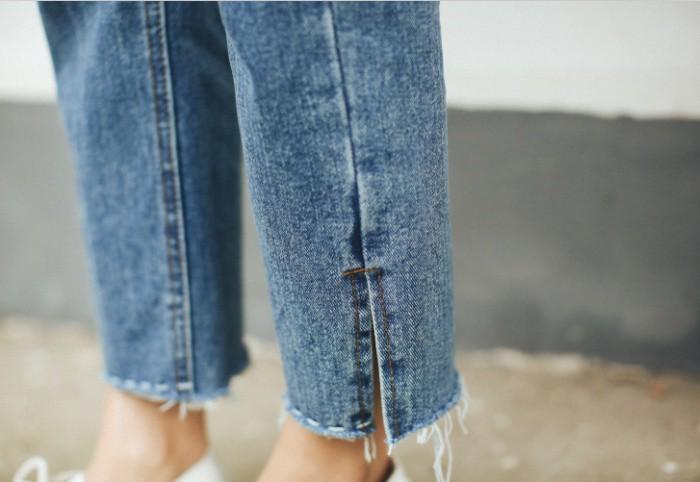 Quần jeans ống xẻ bên không phải là bị lỗi đâu mà chính là hot trend năm nay đấy! - Ảnh 1.
