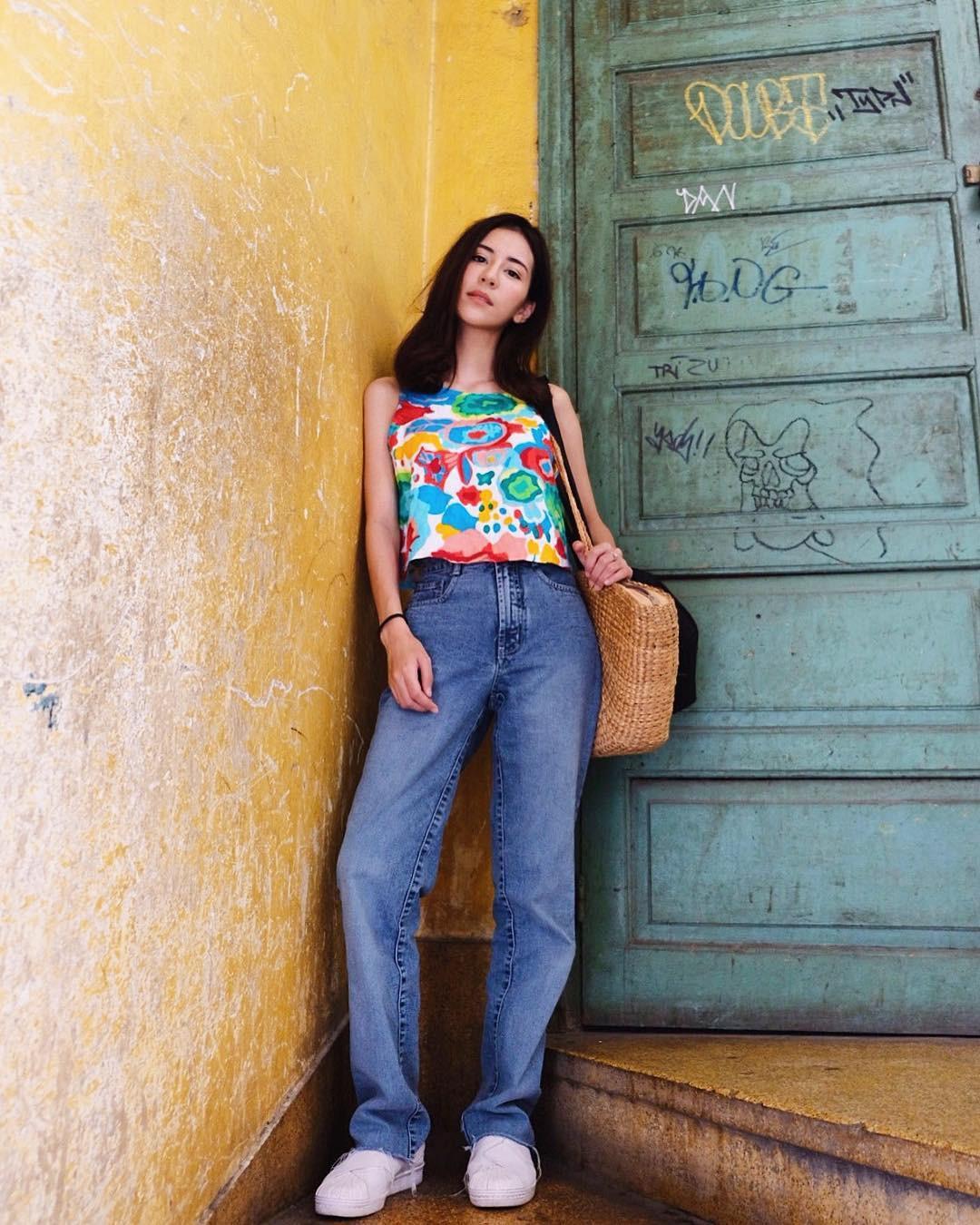 19 chiêu mix&match chất lừ với quần jeans ống rộng, cứ mặc lên là cao thêm cả chục phân chứ chẳng ít - Ảnh 10.