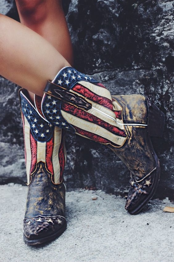 """7 kiểu giày đang """"làm mưa làm gió"""" các tín đồ thời trang khắp thế giới"""