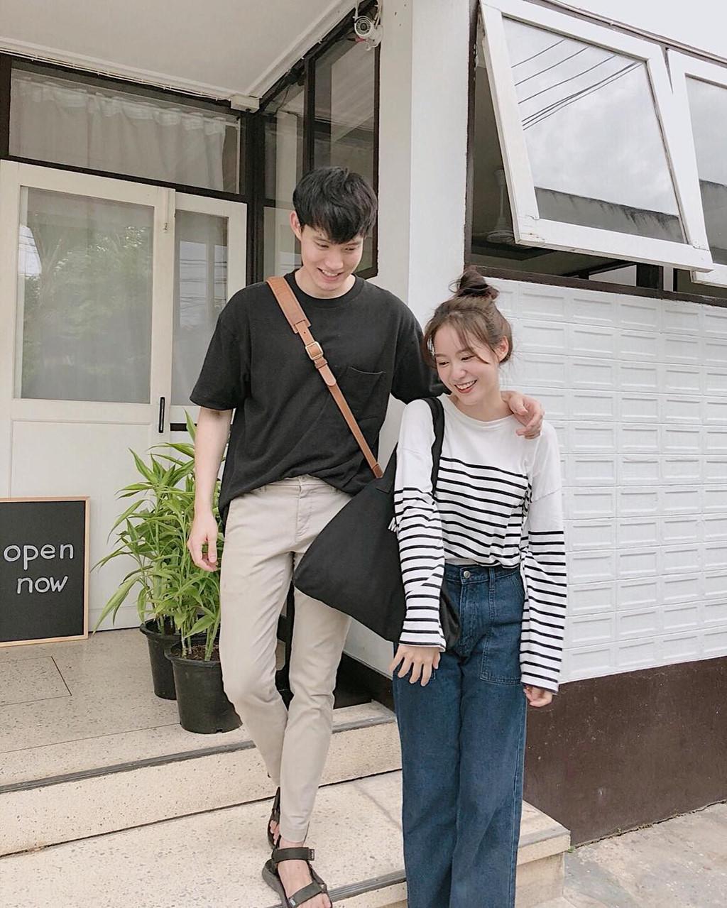 Pimtha và bạn trai cũng thường xuyên chụp ảnh tình cảm trước các quán cafe.