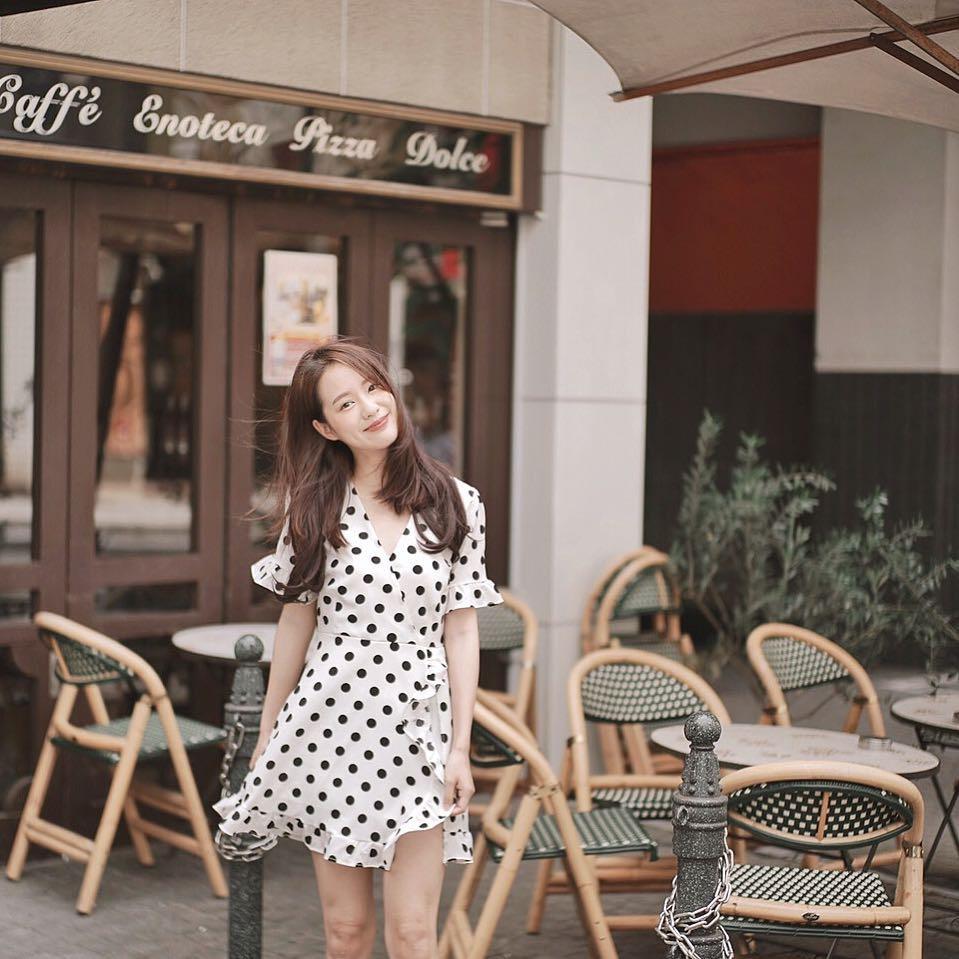 Quán cafe được coi là nơi chụp ảnh yêu thích nhất của hot girl Pimtha.