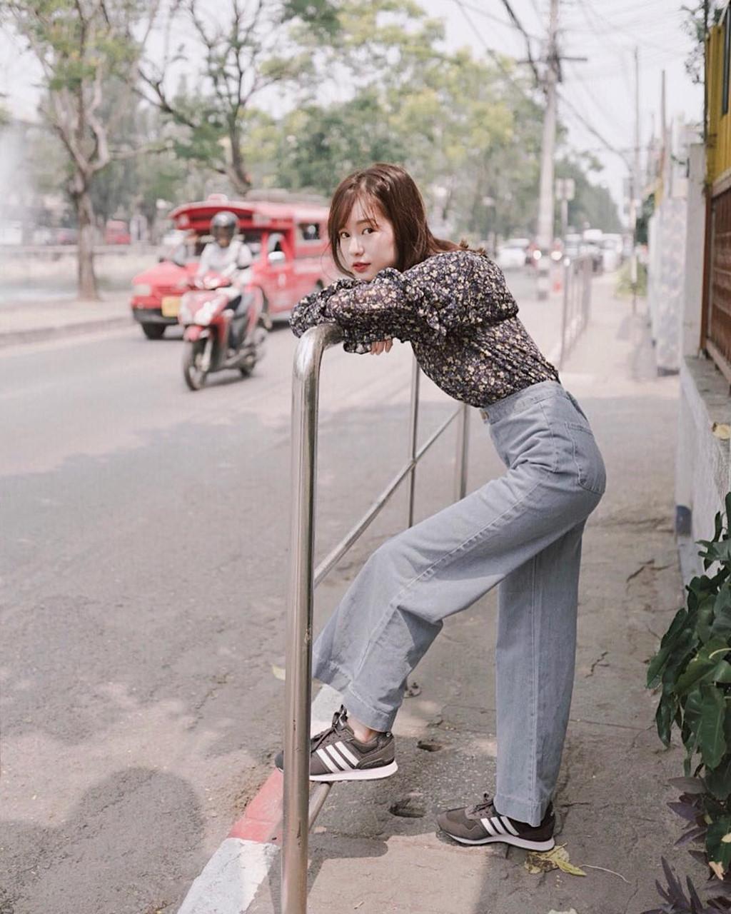 'Sống ảo' như hot girl số một Thái Lan: Đứng vào đâu cũng có ảnh đẹp 21
