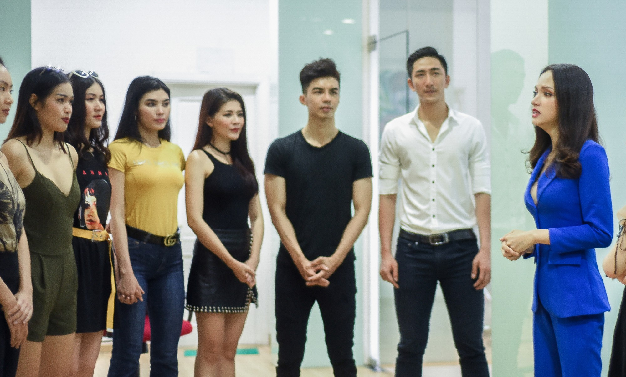 Hai Hoa hậu Kỳ Duyên và Hương Giang đào tạo Siêu Mẫu Việt Nam: Sao tránh được câu hỏi Lấy gì mà dạy? - Ảnh 6.