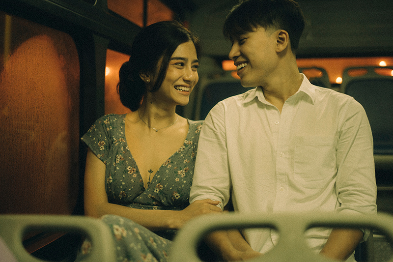 Ảnh tình yêu chụp vội của cặp đôi 'chị-em' trên phố Hà Nội thu hút nghìn 'like' 14