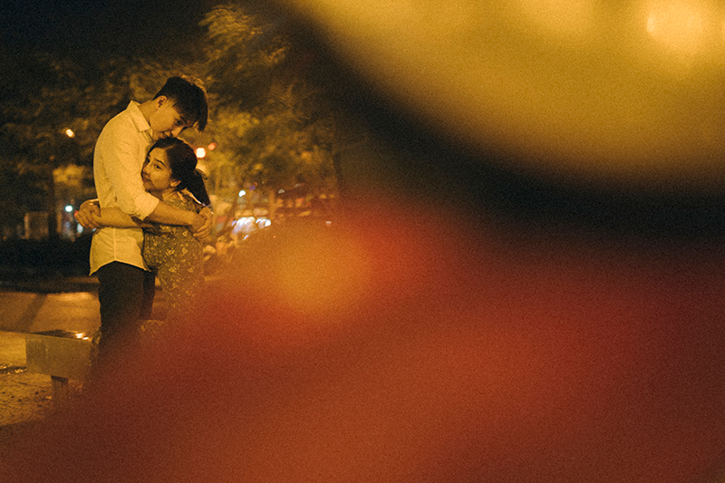 Ảnh tình yêu chụp vội của cặp đôi 'chị-em' trên phố Hà Nội thu hút nghìn 'like' 17