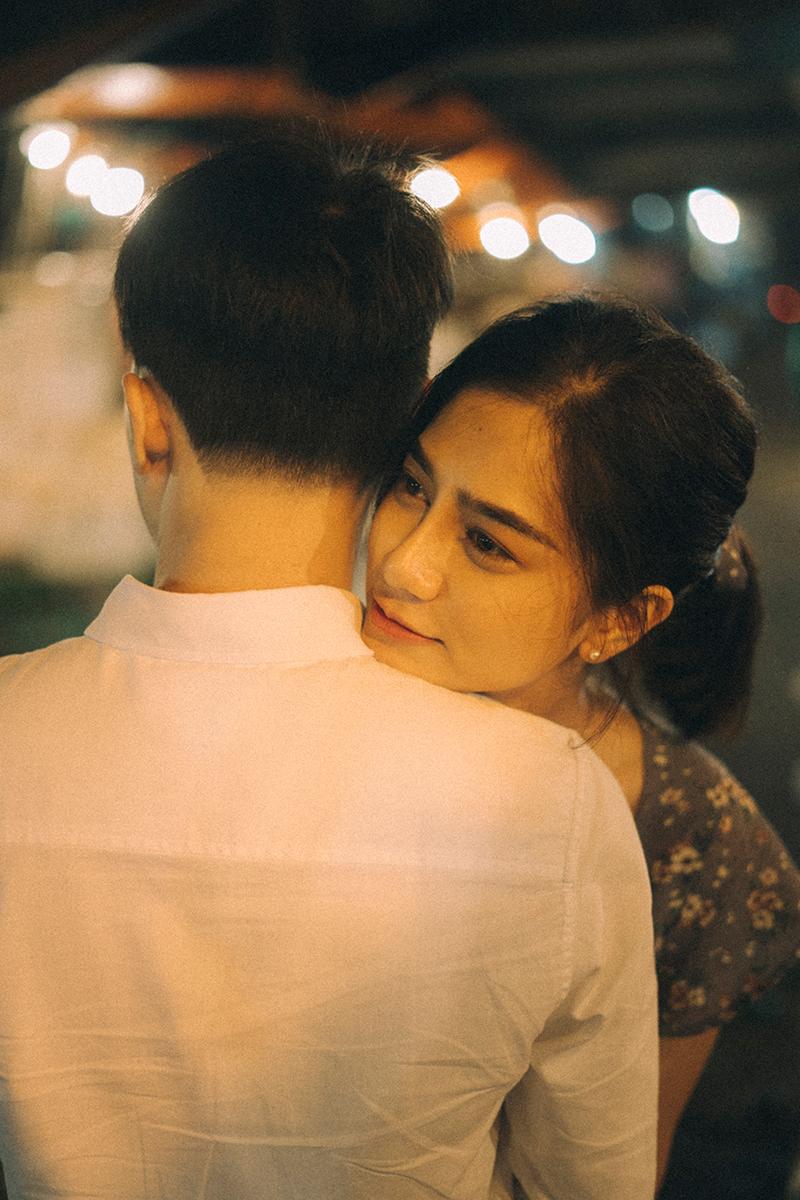 Ảnh tình yêu chụp vội của cặp đôi 'chị-em' trên phố Hà Nội thu hút nghìn 'like' 9