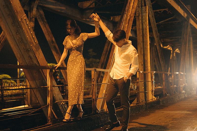 Ảnh tình yêu chụp vội của cặp đôi 'chị-em' trên phố Hà Nội thu hút nghìn 'like' 3