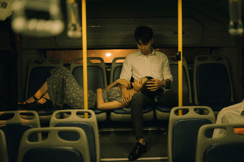 Ảnh tình yêu chụp vội của cặp đôi 'chị-em' trên phố Hà Nội thu hút nghìn 'like' 12